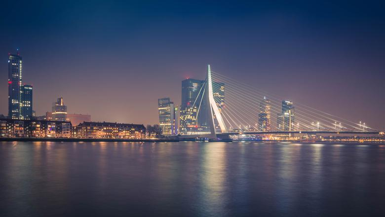 Skyline Rotterdam - Gisteren een tijdje langs de kade gestaan om dit mooie plaatje te schieten.<br /> <br /> © Natascha Verheij Fotografie - www.nat