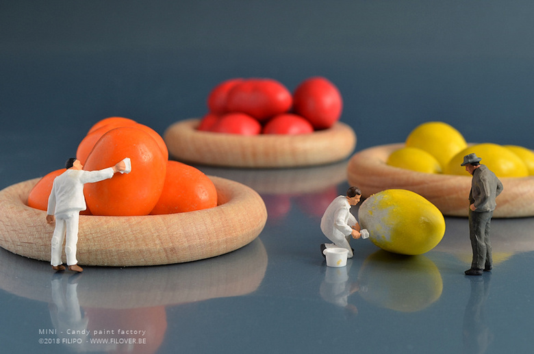 "MINI - Snoepverffabriek - Altijd al de vraag gesteld hoe die bekende snoepjes aan hun kleuren komen? Dit is het antwoord.... <img  src=""/images/smiley"