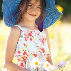 Tamia met blauwe hoed
