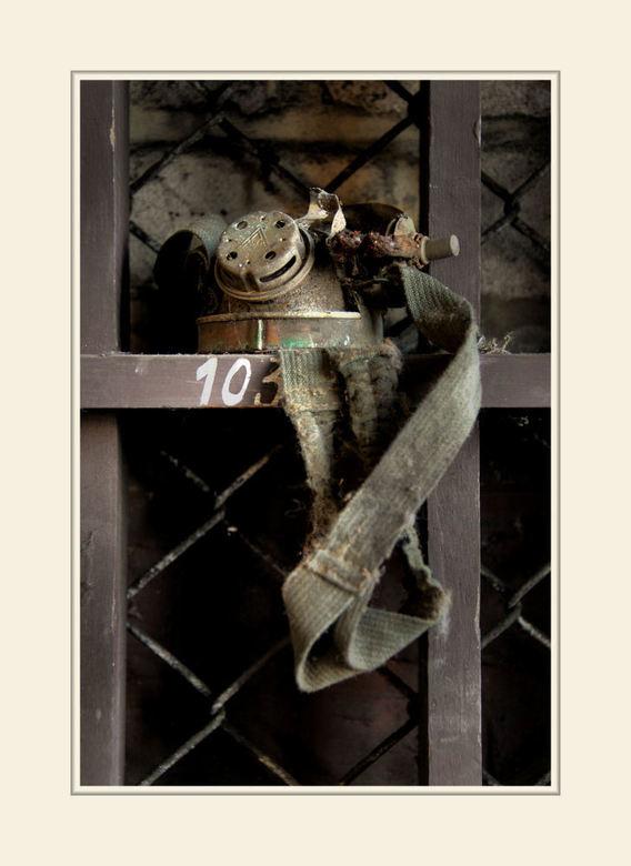 Hazard Charette 13 - Uit de gelijknamige serie.<br /> <br /> Dit is een deel van een achtergebleven gasmasker.<br /> <br /> Allen bedankt voor de