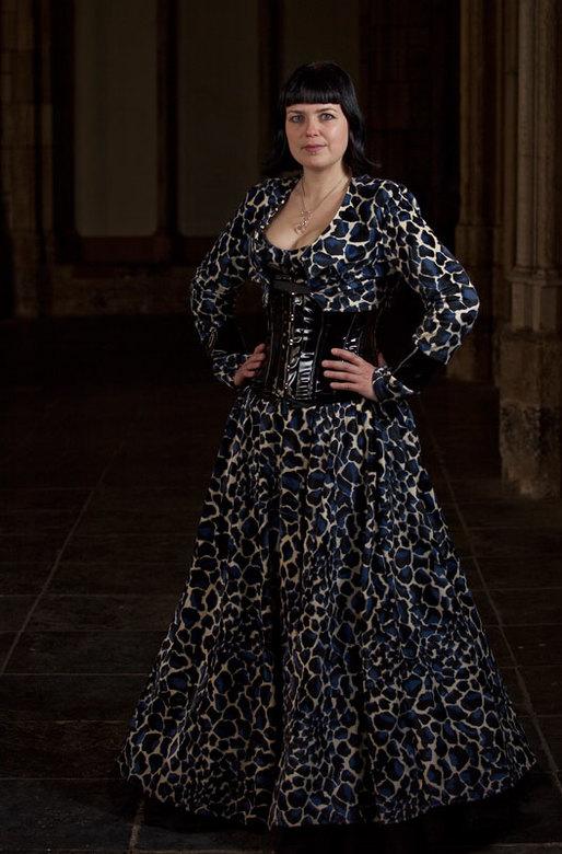 Manja III - Fotoshoot gedaan met manja. De jurk is zelf gemaakt. Lokatie is de kloostertuin in Utrecht