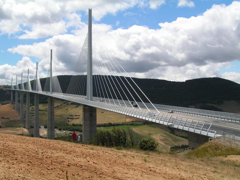 De brug van Millau, je blijft je verbazen - De brug van Millau. Veel over gezien op Discovery Channel en dan toch eindelijk in het écht zien. Een GEWE
