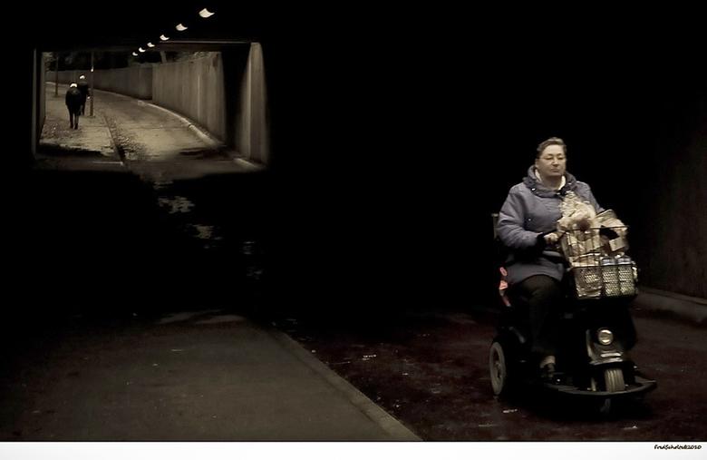 Het tunneltje - Ik loop daar en verheug me al om het holle geluid In het midden. Even gillen als er niemand in de buurt is. <br /> Terloops deze foto