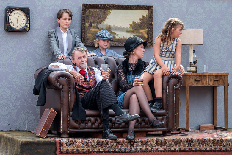 Thuis op de bank.... - Weer genoten van de Brabantsedag te Heeze. Het thema 'Bekend, Beroemd, Bemind.....' was fantastisch uitgewerkt door a