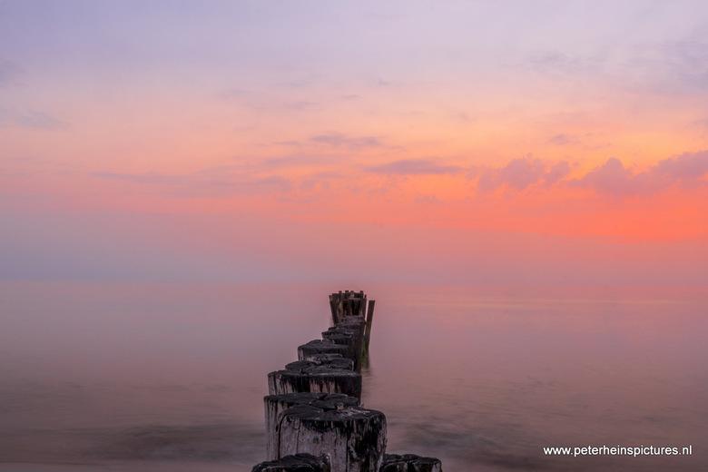 Pastel sunset - EF-M 11-22mm met HOYA ND1000 filter.<br /> De Kerf bij Bergen aan Zee