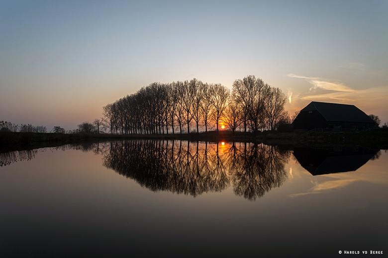 Sunset Reflection - FF paar weken wat minder tijd gehad maar vorige week met het rustige mooie weer nog even op pad geweest tijdens zonsondergang.<br