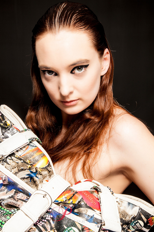 tas vol kleur - Model: Lonneke Vughs