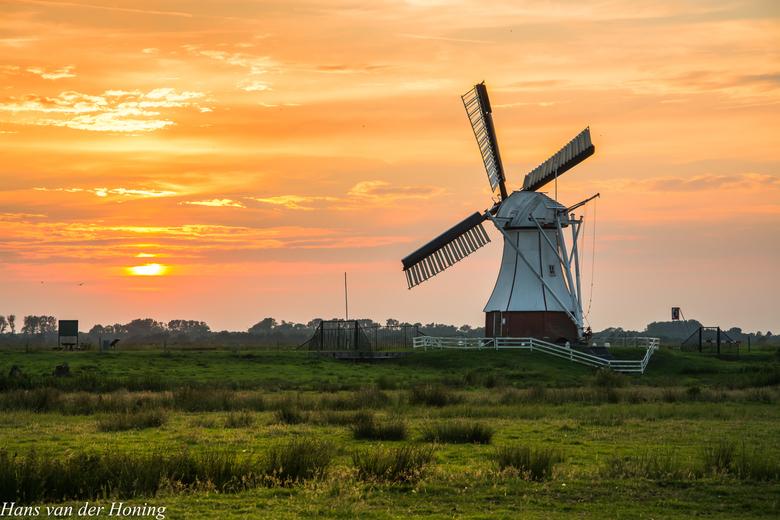 Glimmen, Witte Molen - Een heerlijk rustige zonsondergang bij de prachtige 'Witte Molen', onder de rook van Groningen.