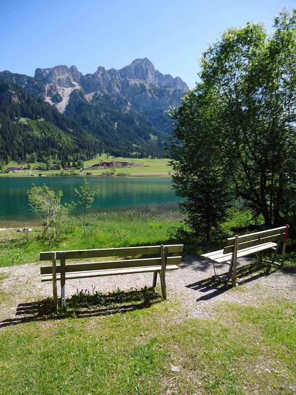 Bankjes aan de Haldensee, Tirol  -