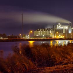 Industrie Delzijl bij avond