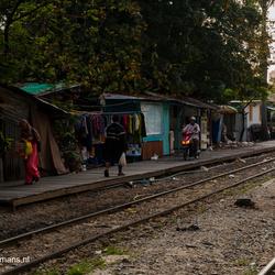 Wonen en leven naast het treinstation Phaya Thai in Bangkok