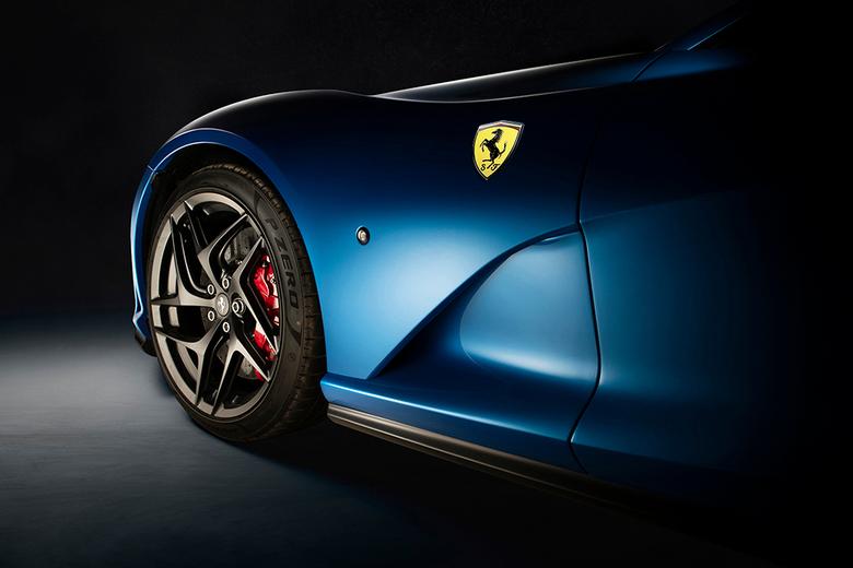 Ferrari 812 Superfast - Ferrari 812 Superfast <br /> <br /> Italiaanse supercar met een prachtig stoer ontwerp. Strategisch ontworpen luchtinlaten z