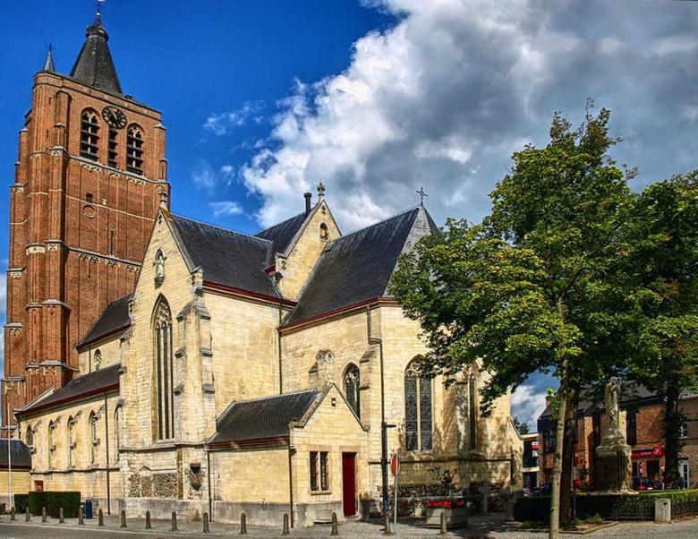 Belgie Peer - Peer is een stad in de Belgische provincie Limburg. De stad heeft ruim 16.000 inwoners. Peer is de hoofdplaats van het kieskanton Peer e