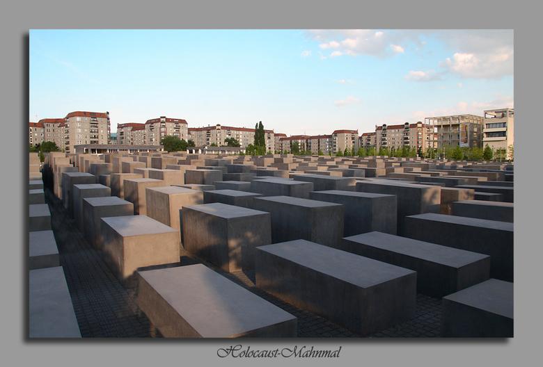 Mahnmal 1 - Nog eentje uit de serie van Berlijn. <br /> Dit is een monument voor de Joden en was zeer indrukwekkend, allemaal betonnen blokken van ve