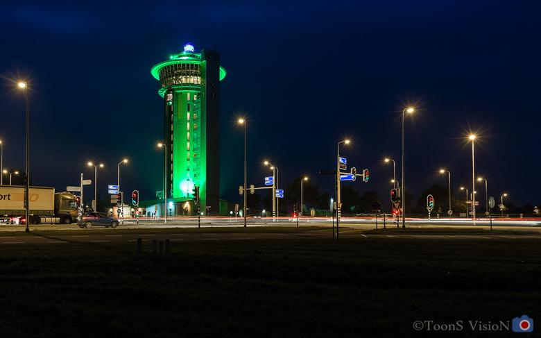 Koperen hoogte - Bij de Lichtmis aan de A28 staat deze verbouwde watertoren. Het is een hotel met bovenin een restaurant dat ronddraait.