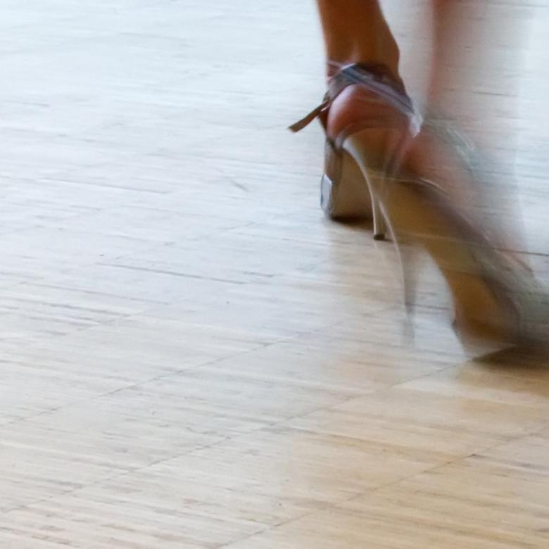 dansende voeten - voetenwerk van tangodanseres