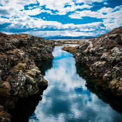 Reflectie op de Silfra kloof in IJsland