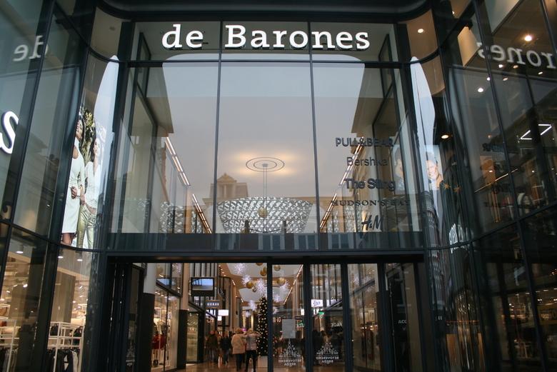 Ingang Winkelcentrum Breda - Schitteringen en glas en licht, adellijk?
