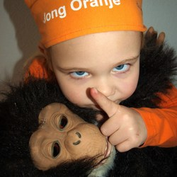 Blijf van mijn aap af  !!!!!!