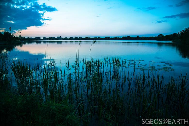 Blue hour at Zegerplas - Foto genomen tijdens zonsondergang - blauw uur.