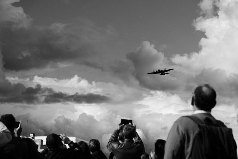 75 jaar vrij - Antwerpen - Ter nagedachtenis aan de 75 jarige vrijheid van Antwerpen kwamen enkele oorlogsvliegtuigen overgevlogen (waaronder deze B-1