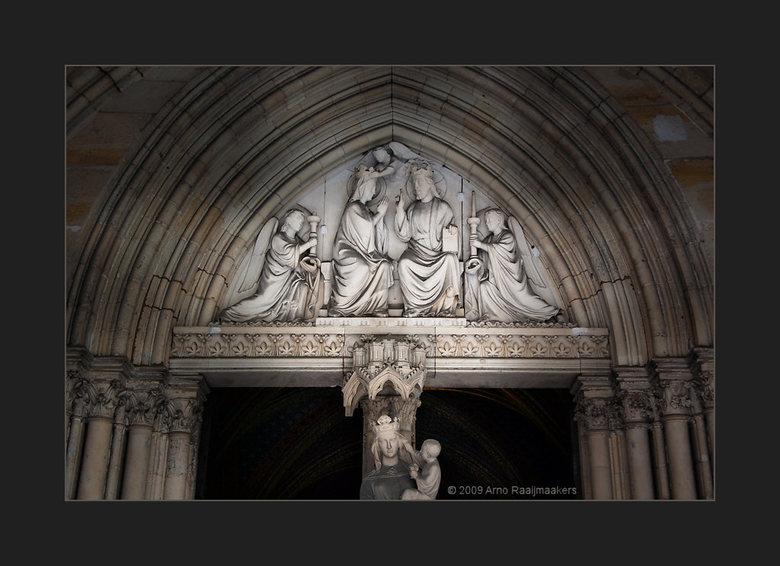 Parijs S-Chapelle1 - Ook naar de Sainte Chapelle geweest.<br /> Schitterende kerk met bijzonder fraai licht door het glas in lood (als de zon tenmins