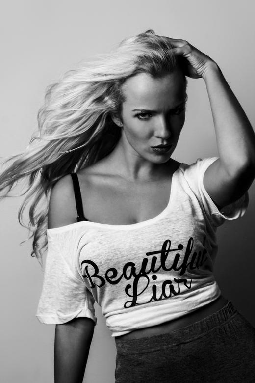 Sharon - Model: Sharon van der Aa<br /> Kleding: Flair Fashion