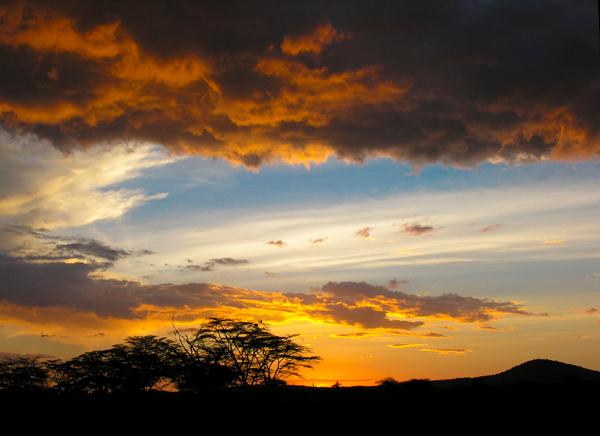 Kleurrijke zonsondergang in Kenia -