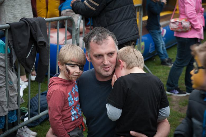 pijntje - snapshot tijdens een drukke buitenspeeldag in Lochristi