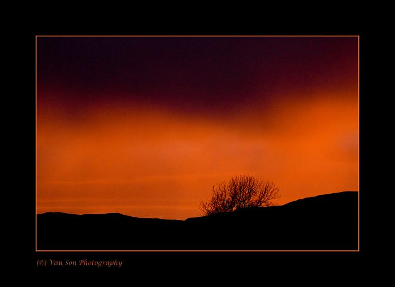 Fire! - 's Avonds vlak voor een regenbui leek de hemel in brand te staan. Mull, Schotland