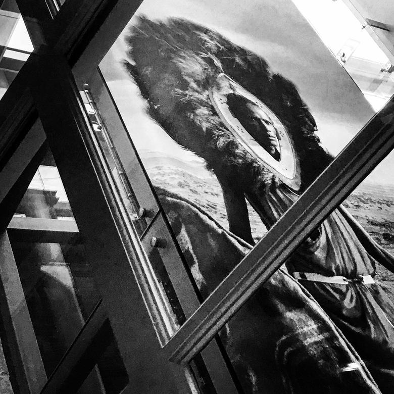 You're being watched 27 - De Amerikaanse fotograaf Jimmy Nelson is een ware meester in het vastleggen van de mens. Dit doet hij met veel passie en vak