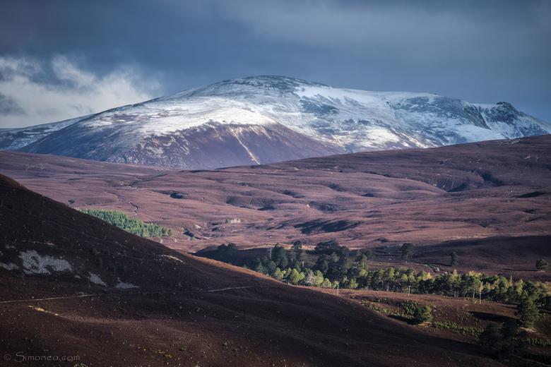 Mighty mountains - Beinn a'Bhuird domineert de Linn of Quoich valei. De grootsheid van bergen fascineert me altijd. Mar Lodge Estate, Deeside, Sc