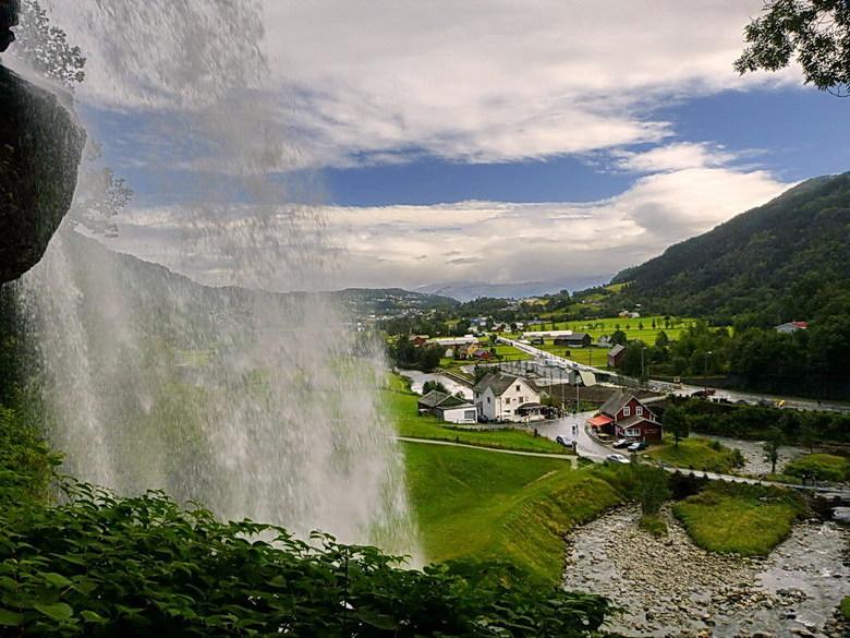 Steinsdalsfossen waterval. - Steinsdalsfossen Noorwegen is een bekende wateerval in Northeimsund in de gemeente Hardaland. <br /> Het  is mogelijk on