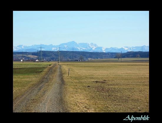 Alpenblik - Het was hier in Zuid-Duitsland perfect weer. Het zonnetje scheen volop. Voor mij een goeie reden om mijn motor maar eens te starten en eve