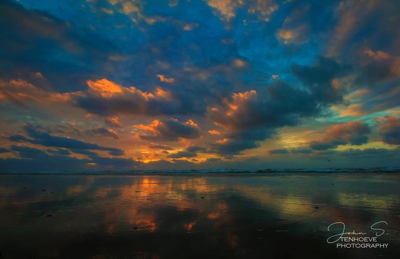 Beach Ameland - Reflectie op het strand  van Ameland Nes.