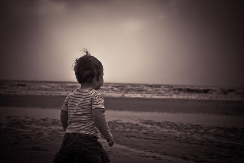 Hallo ? - Mijn eerste keer op het strand, waarom beweegt dat water ???