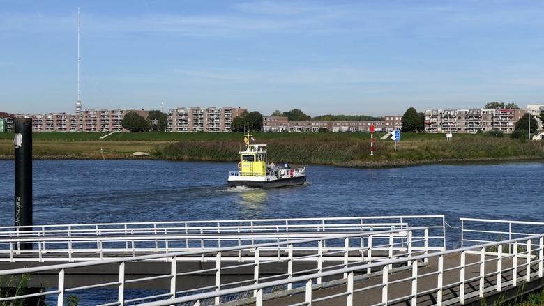 Pontje bij Vianen - De voet- en fietsveer van Vianen naar Nieuwegein over de Lek. Het pontje gaat heel vaak, zelfs voor een enkele fietser of voetgang