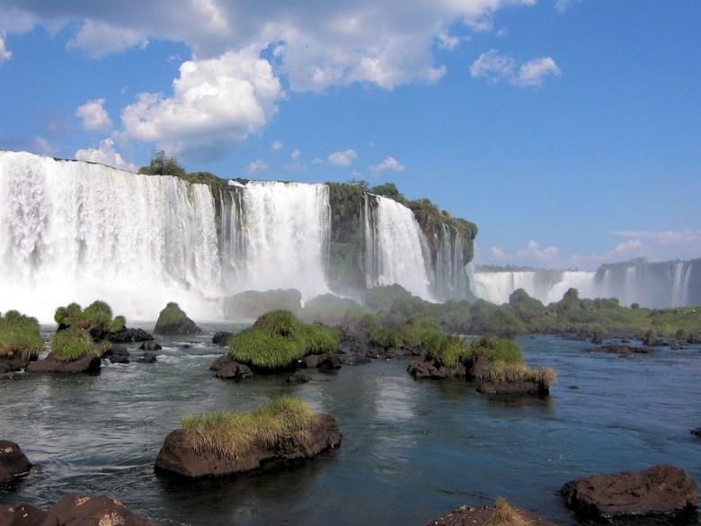 Iguaçu - Hoewel deze indrukwekkende watervallen jaarlijks door vele toeristen wordt bezocht en gefotografeerd, ben ik op het resultaat van deze foto b