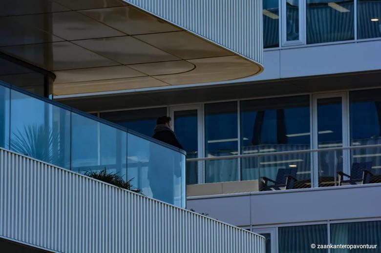 Shadow City - In de schaduwen op het balkon van het kantoor!! <br /> <br /> Bedankt voor de reacties op de vorige foto!