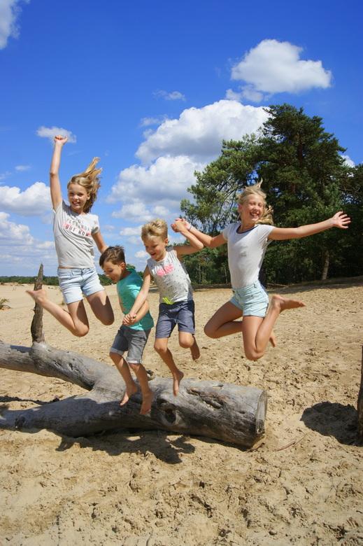 DSC00848-001 - Zo blij met onze vier fantastische kleinkinderen.