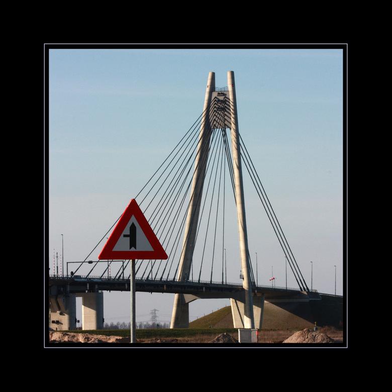 Onderweg 14 - In 2002 is de Eilandbrug over de IJssel opgeleverd. Deze foto is vanaf het bedrijventerrein Haatland gemaakt. De vorige uploads komen da