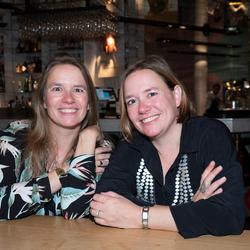 Eeneiige tweeling Martine en Sonja 2