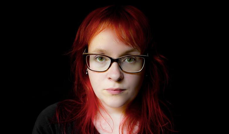 Life is a bitch sometimes - Toen ik de fotowedstrijd Life zag staan in de Zoom had ik net deze foto van mezelf gemaakt. Ik heb een immuunziekte en ik