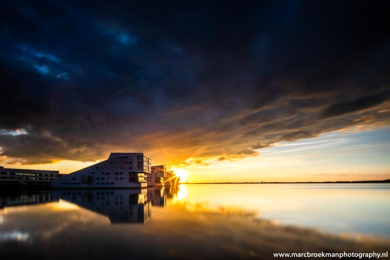 Gooimeer Huizen - Gooimeer Huizen... Top genieten zien zon onder gaan. Foto genomen 17-6-2019