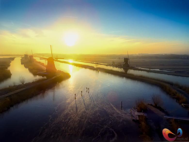 Kinderdijk - Prachtige winterse zonsopkomst bij Kinderdijk.