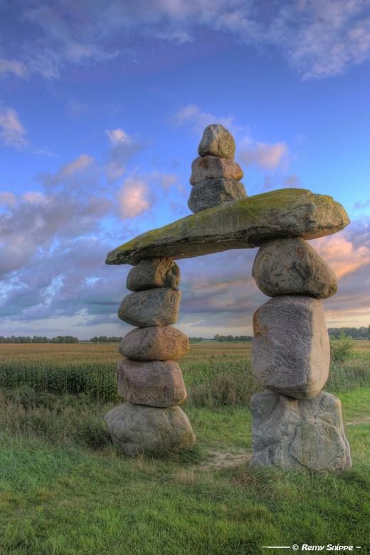 """De Poort van Drenthe II - HDR gemaakt van het monument """"De Poort van Drenthe"""" in een klein (nieuw aangelegd) natuurgebiedje bij Coevorden."""