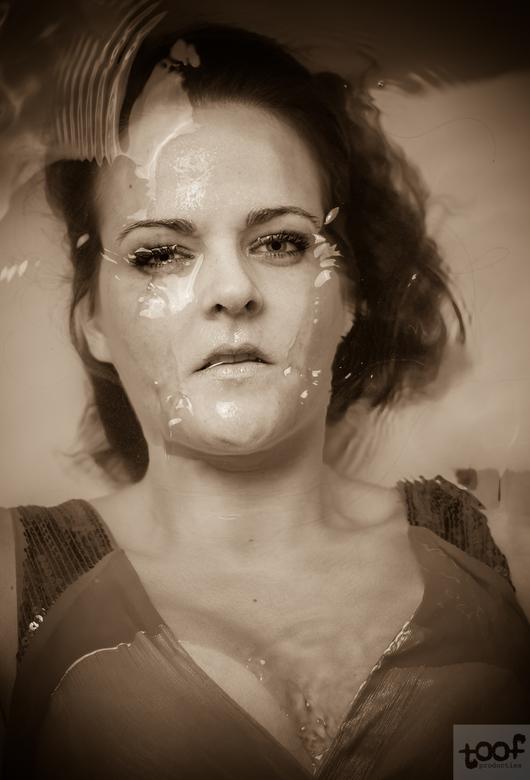 Waterdroomster - Wederom een shoot met een bad, water blijft een aantrekkingskracht uitoefenen. Met dank aan deze dame.