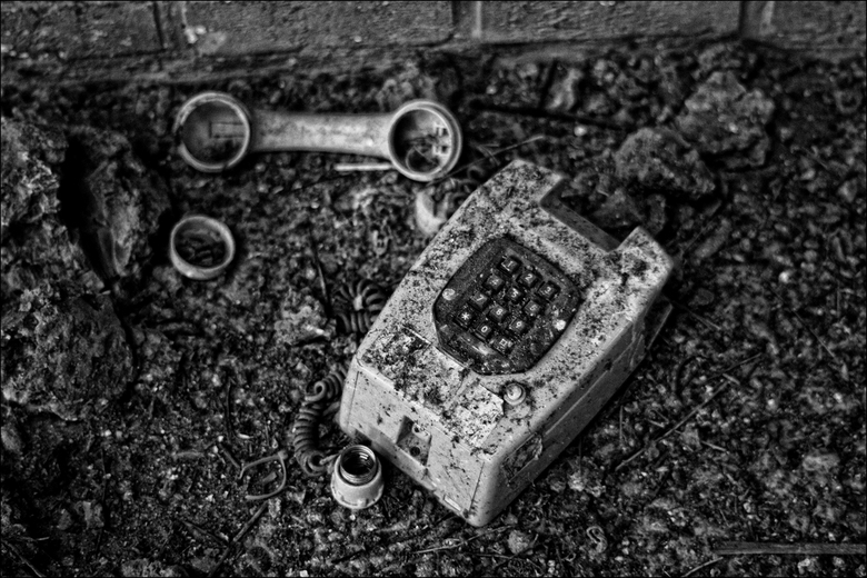 Someone please call 911! - oude telefoon @ Steenfabriek in Milsbeek