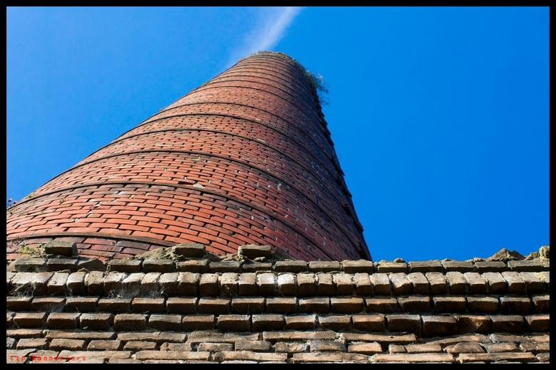 Steenfabriek Rhenen - De schoorsteen van een oude steenfabriek in Rhenen