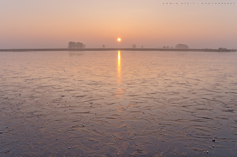 IJzig koude zonsopkomst